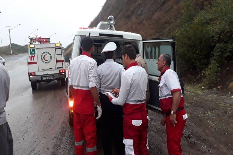 کرج – ایرنا – سقوط یک دستگاه خودرو سواری به دره در جاده کرج – چالوس سبب فوت ۲ سرشنین آن شد.